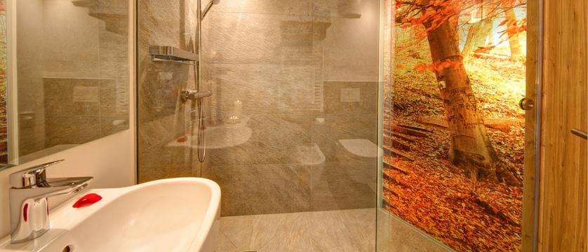 italy_dolomites_selva_mountain-design-hotel-eden_bathroom.jpg